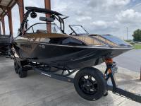 Moomba Boats / KAIYEN 22 SURF EDITION